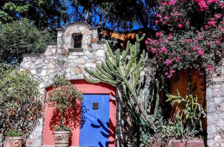One of our favorite homes -- The Blue Door. This blue is similar to the color seen throughout France. Our neighborhood in Los Frailes is covered with it.